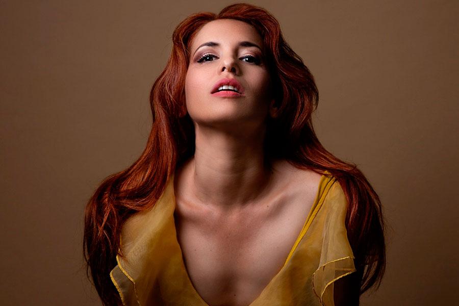 La cantante cubana Daniela de la Portilla presenta Multi Farándula