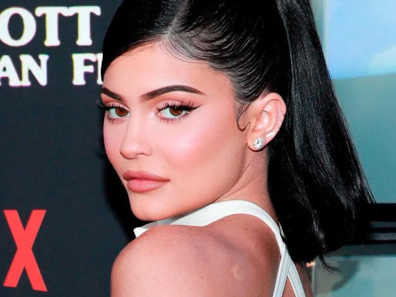 Kylie Jenner incendia Instagram con un microbikini que apenas cubre sus atributos