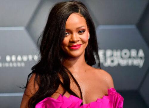 Rihanna saca la basura usando sensual ropa interior, pantimedias negras y zapatos de tacón