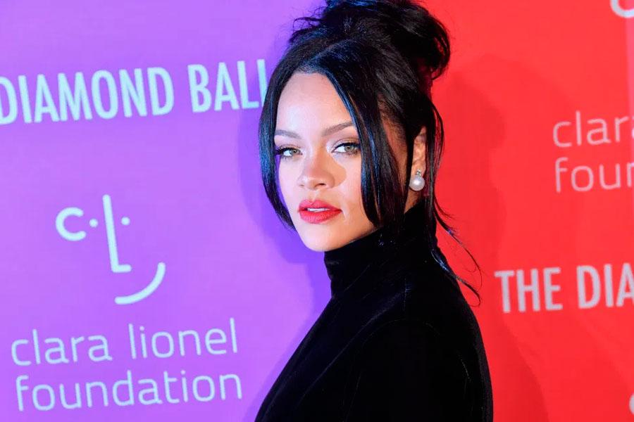 El video de Rihanna despojándose de su lencería transparente mientras realiza un twerking