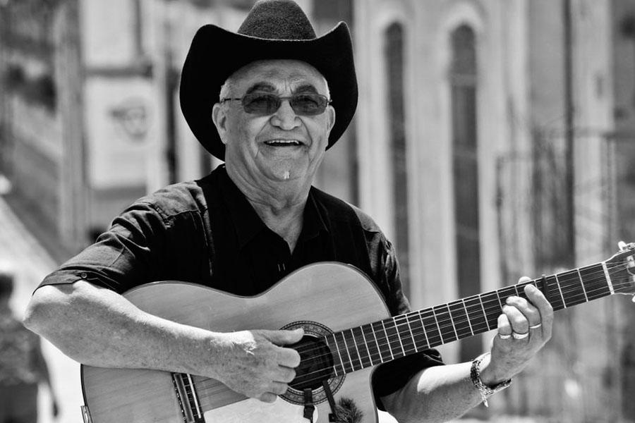 Eliades Ochoa promueve varios trabajos discográficos