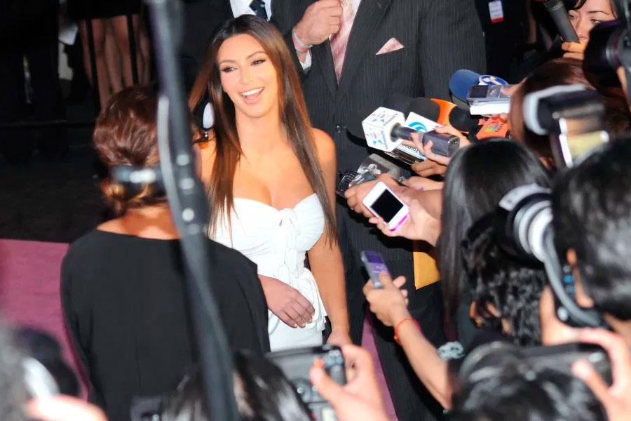 Kim Kardashian se destapa para hacer levantamiento de pesas
